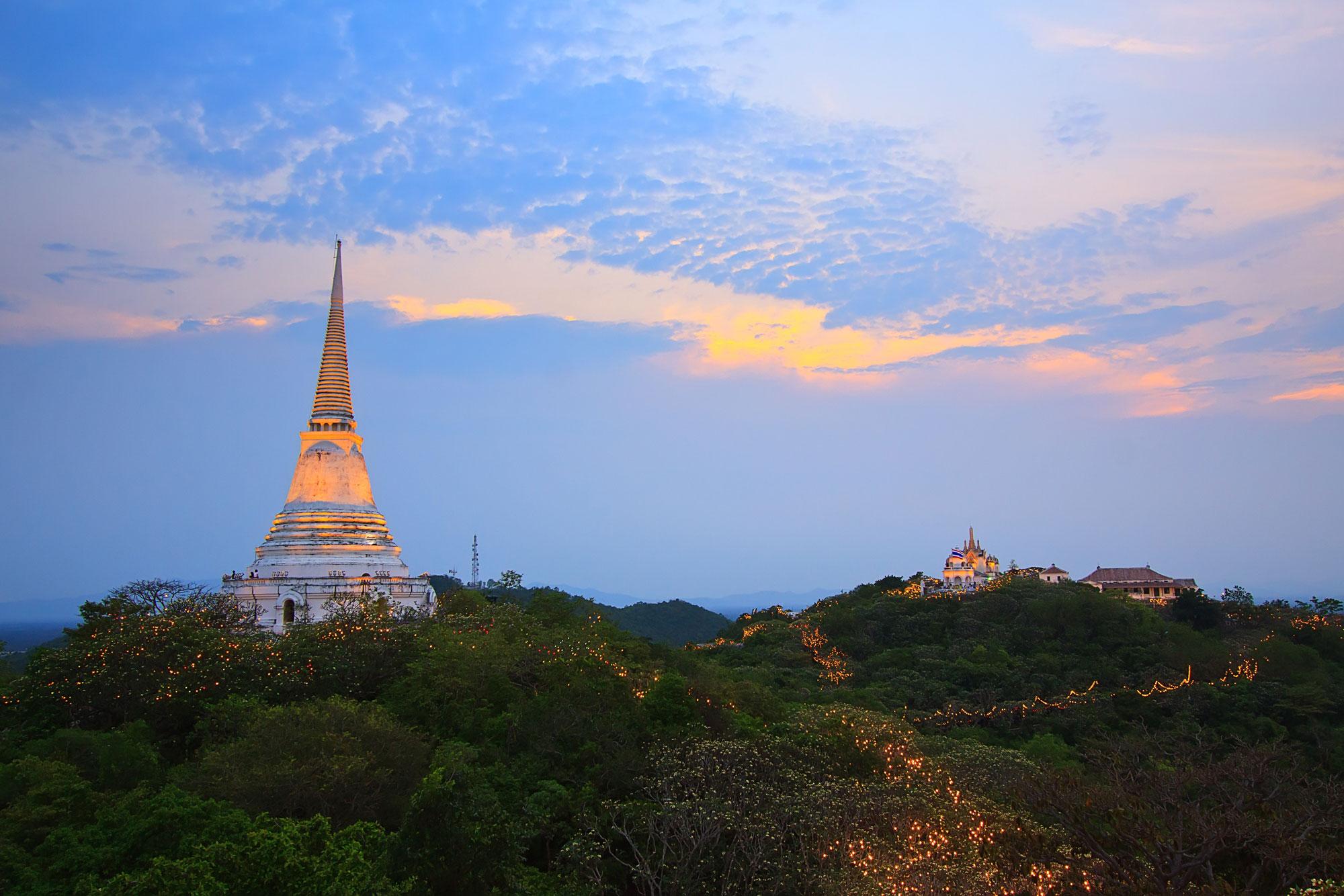 Petchburi and Maruekathaiyawan Palace Tour ( HH12/1 )